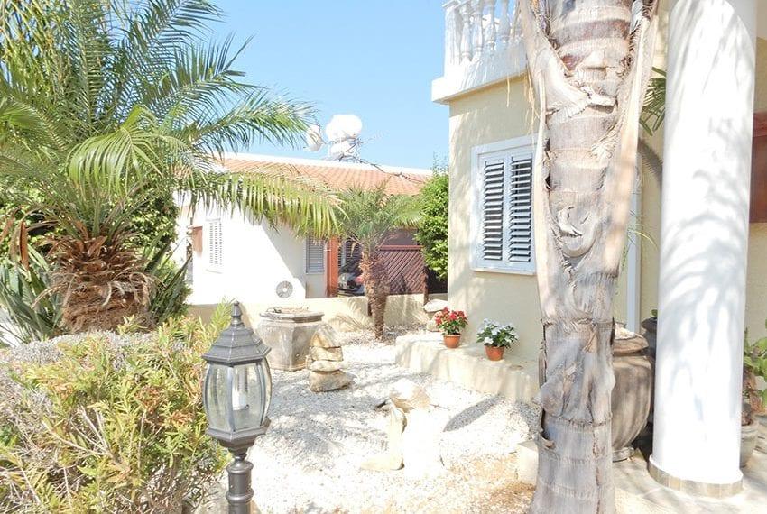 Detached villa for sale in Kissoenrga Pafos03