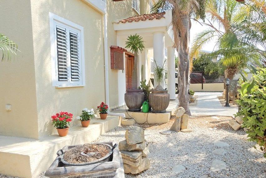 Detached villa for sale in Kissoenrga Pafos04