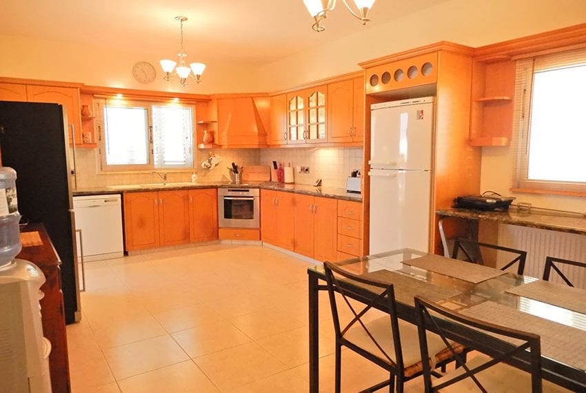 Detached villa for sale in Kissoenrga Pafos07