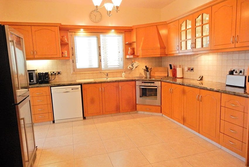 Detached villa for sale in Kissoenrga Pafos09