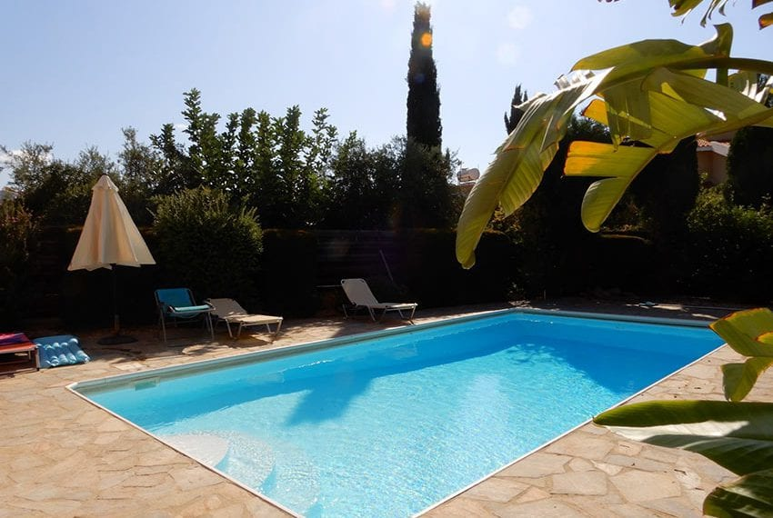 For sale villa with private pool in Chloraka Pafos02