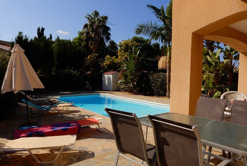 For sale villa with private pool in Chloraka Pafos03