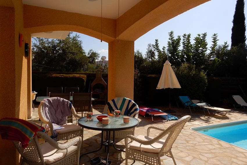 For sale villa with private pool in Chloraka Pafos10