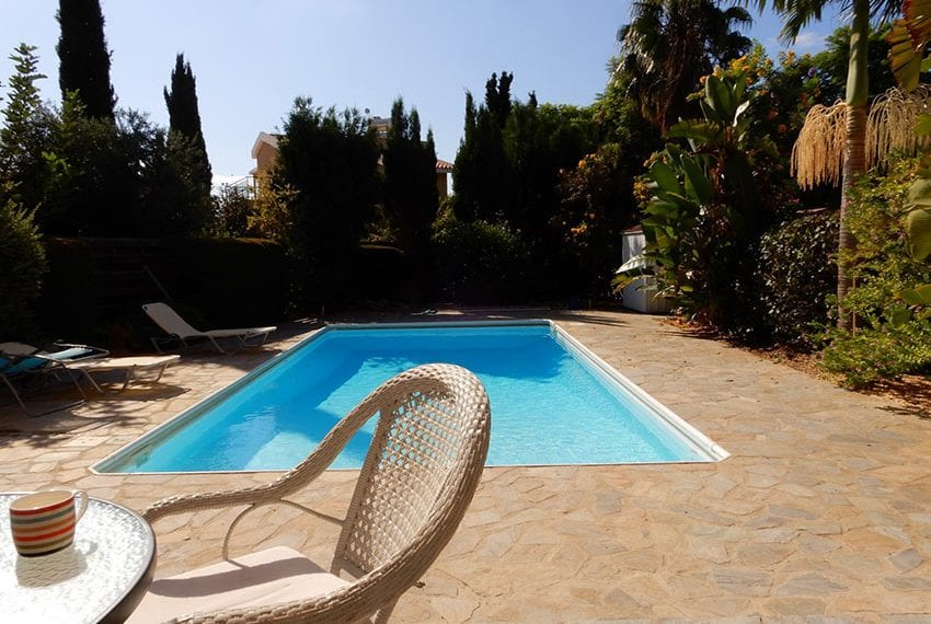 For sale villa with private pool in Chloraka Pafos11