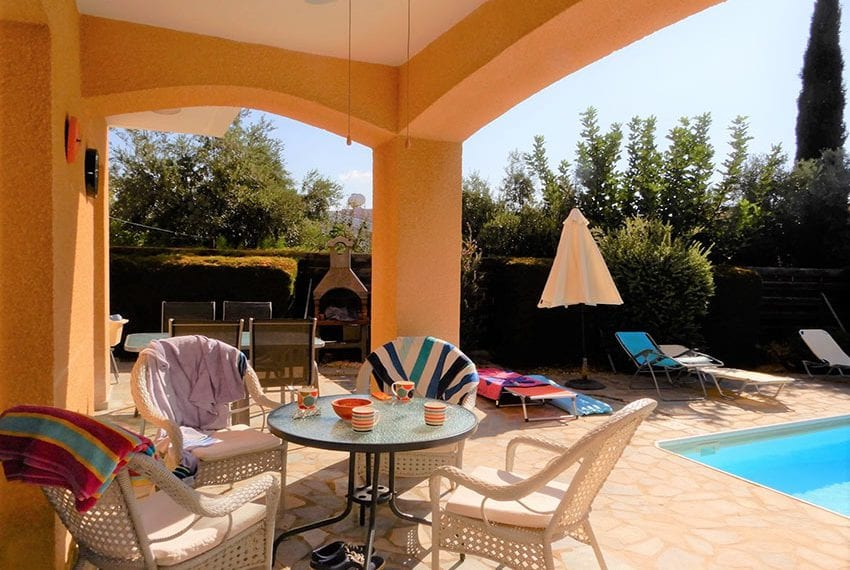 For sale villa with private pool in Chloraka Pafos23