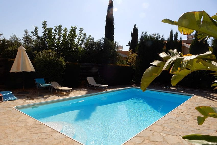 For sale villa with private pool in Chloraka Pafos24