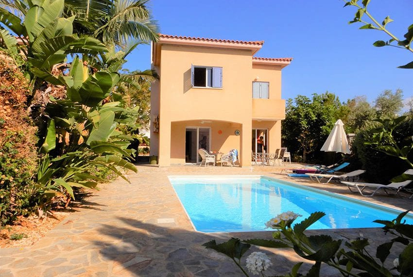 For sale villa with private pool in Chloraka Pafos28