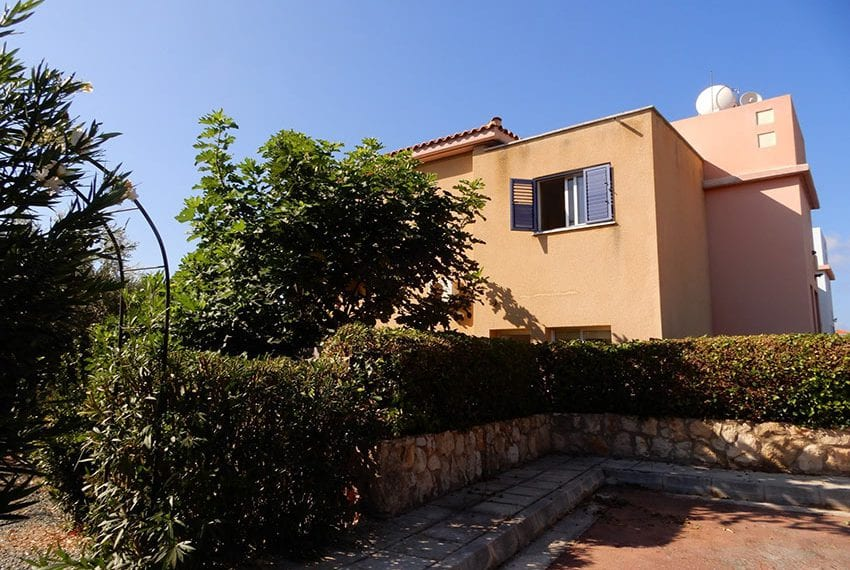 For sale villa with private pool in Chloraka Pafos29