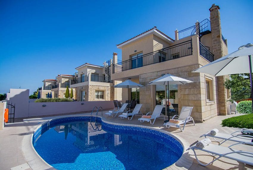 Villa for sale with private pool in Polis 08
