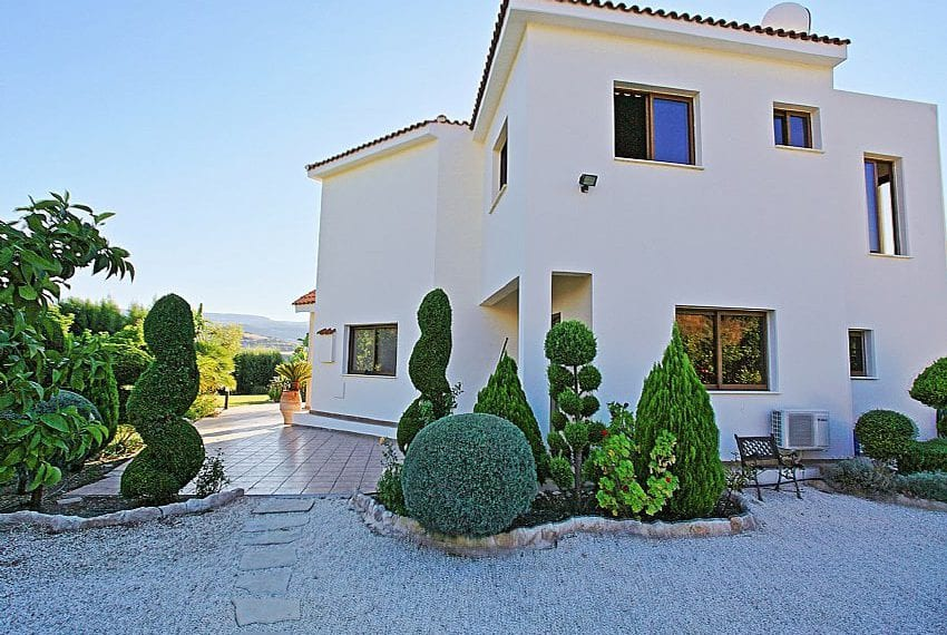 Villa for sale on large plot with private pool Skoulli20