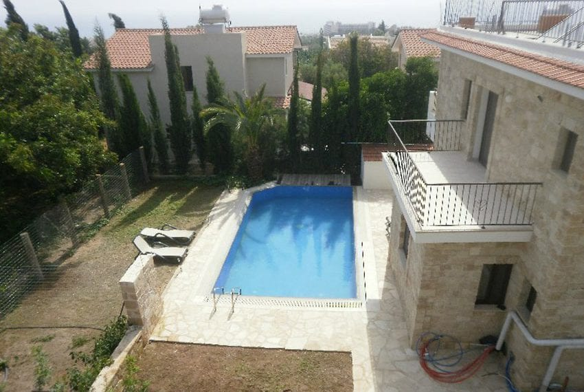 Stone villa for rent in Kissonerga05