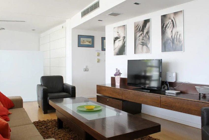 Renovated 3 bed apartment for sale in Pafos05