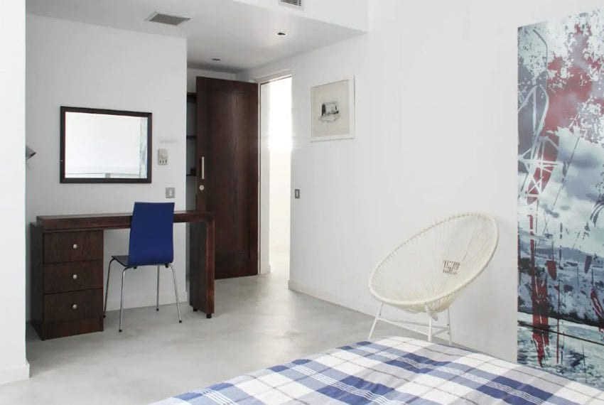 Renovated 3 bed apartment for sale in Pafos32