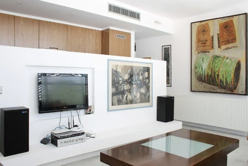 Renovated 3 bed apartment for sale in Pafos34