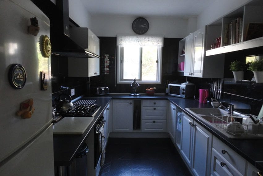 6 bedroom villa for sale large plot Tala Cyprus08