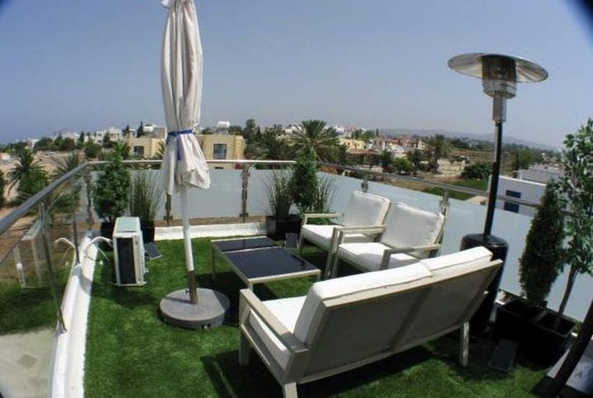 Renovated villa for sale near beach Paphos03