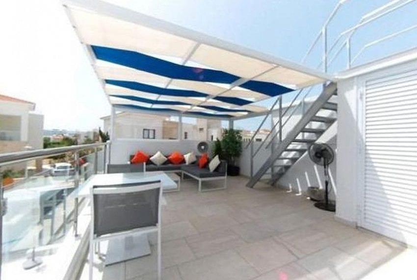 Renovated villa for sale near beach Paphos04
