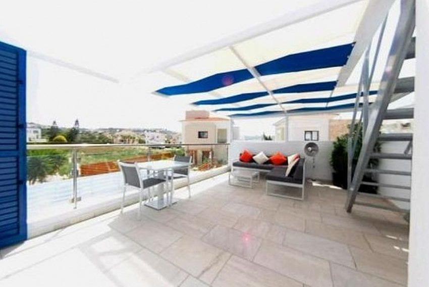 Renovated villa for sale near beach Paphos05