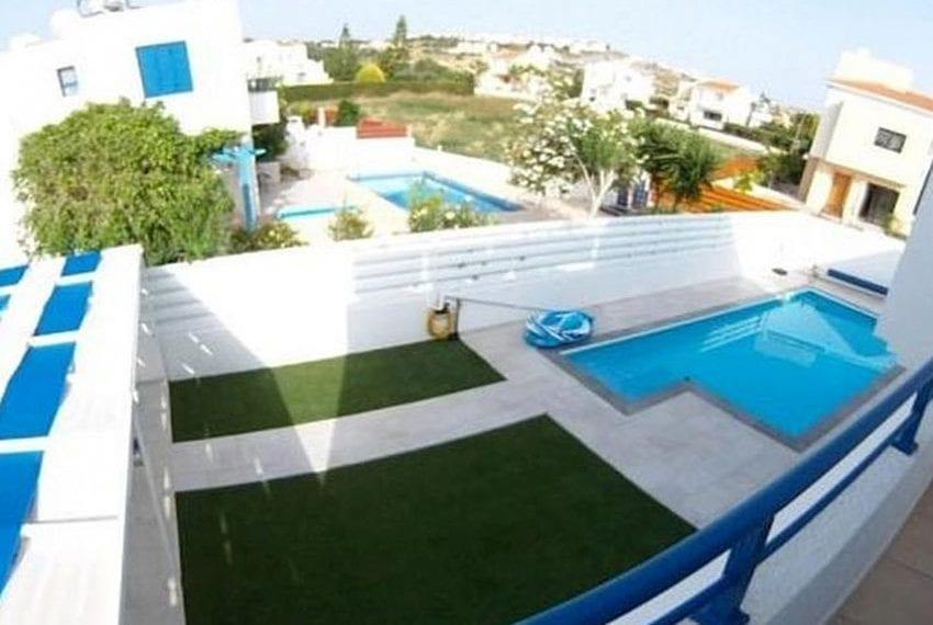Renovated villa for sale near beach Paphos06
