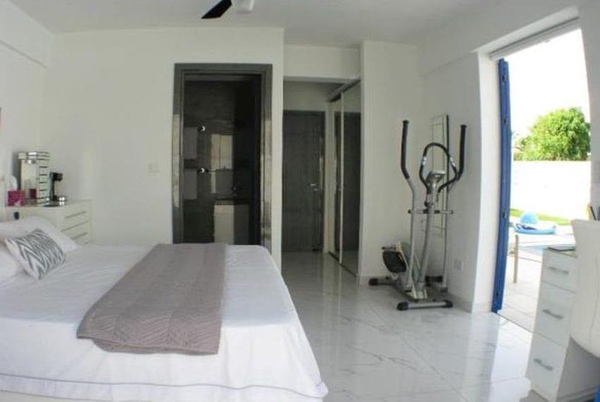 Renovated villa for sale near beach Paphos11