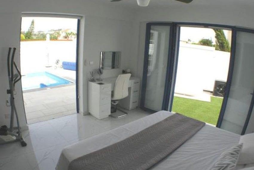 Renovated villa for sale near beach Paphos13