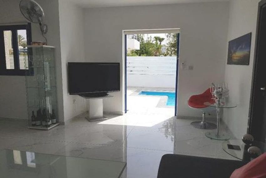 Renovated villa for sale near beach Paphos14
