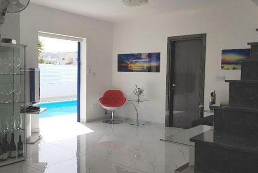 Renovated villa for sale near beach Paphos15