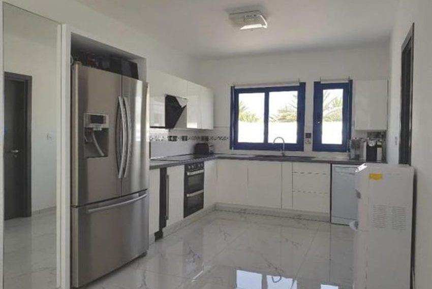 Renovated villa for sale near beach Paphos18