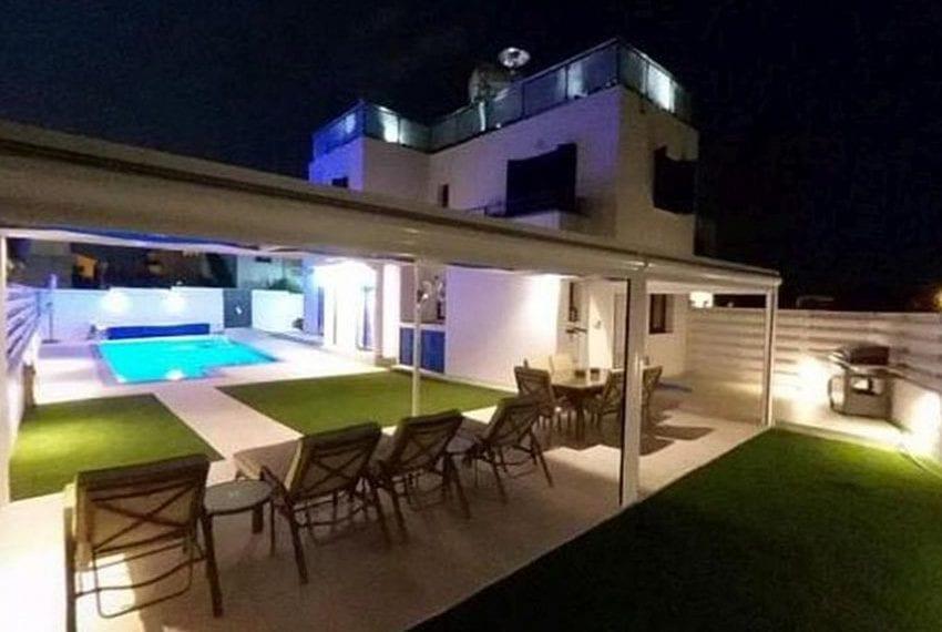 Renovated villa for sale near beach Paphos20