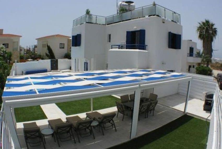 Renovated villa for sale near beach Paphos23
