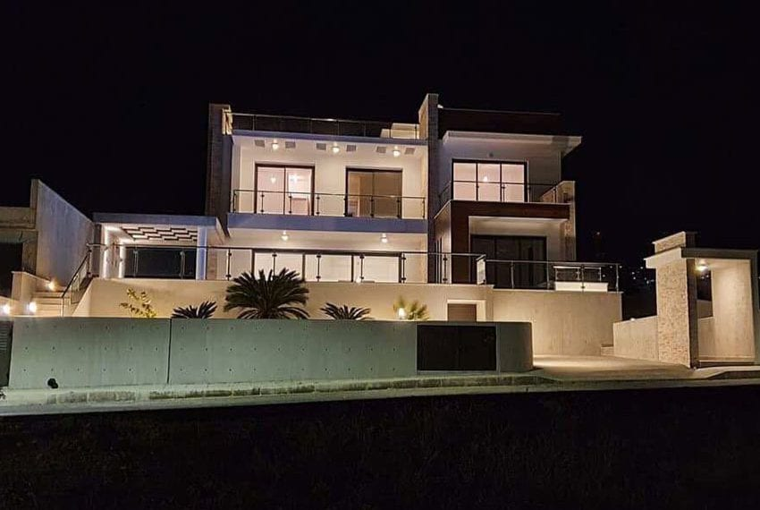 Modern villa for rent long term in Tala03