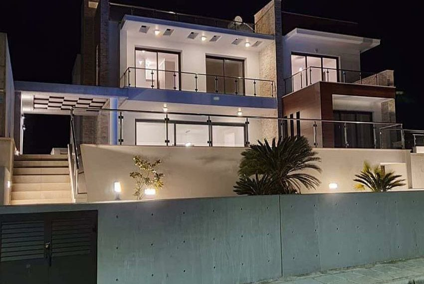 Modern villa for rent long term in Tala06