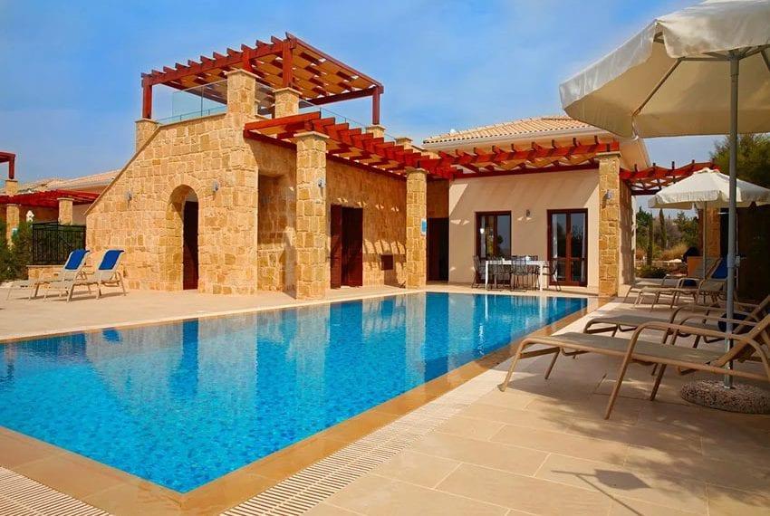 For rent luxury 3 bedroom villa at Aphrodite Hills Cyprus01