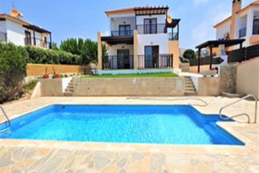 Beach front villa for rent in Kissonerga01