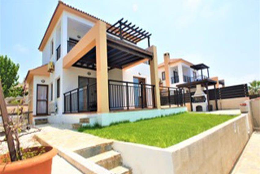 Beach front villa for rent in Kissonerga02