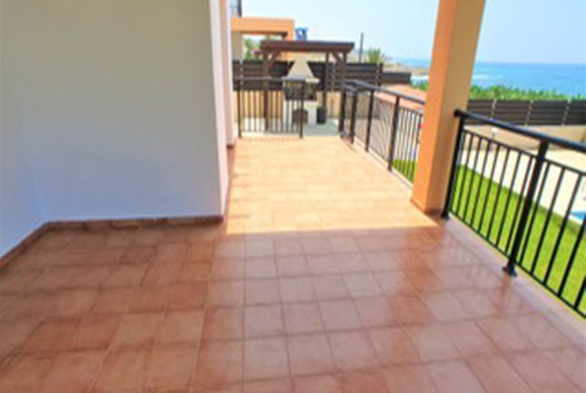 Beach front villa for rent in Kissonerga05