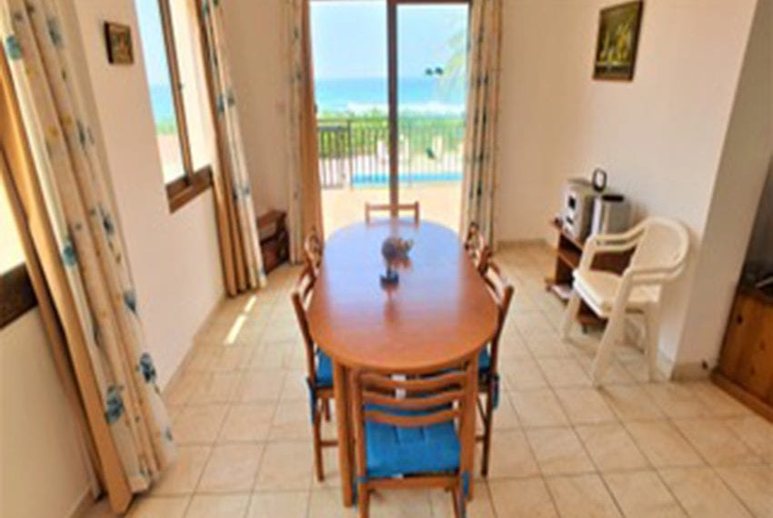 Beach front villa for rent in Kissonerga06