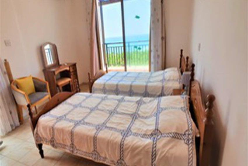 Beach front villa for rent in Kissonerga11