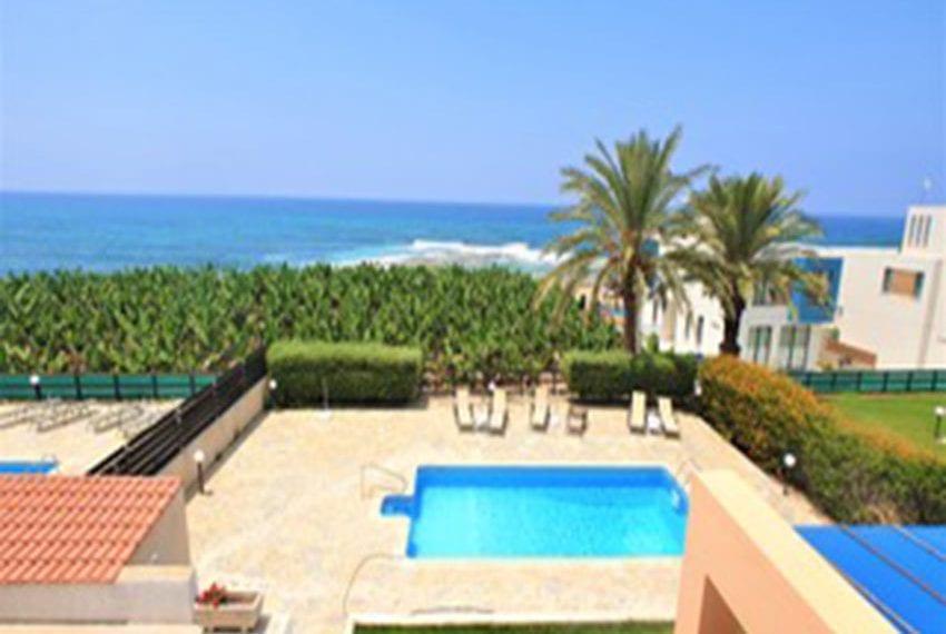 Beach front villa for rent in Kissonerga13