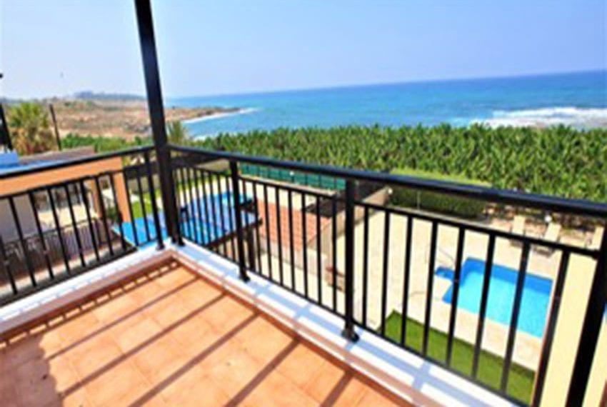 Beach front villa for rent in Kissonerga15