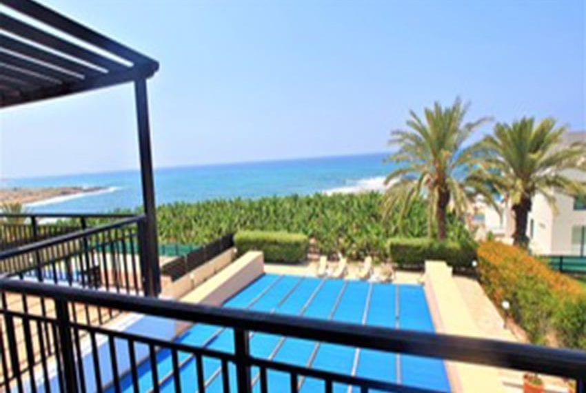 Beach front villa for rent in Kissonerga18