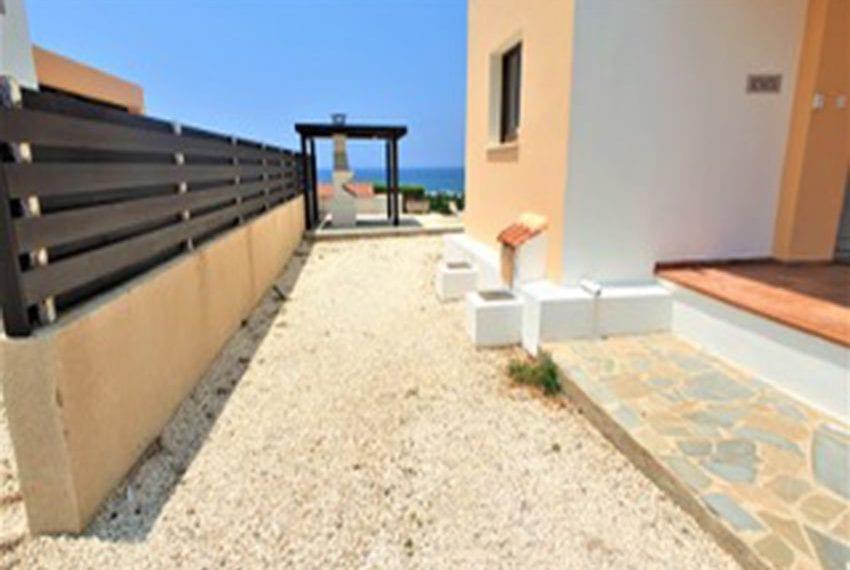 Beach front villa for rent in Kissonerga21