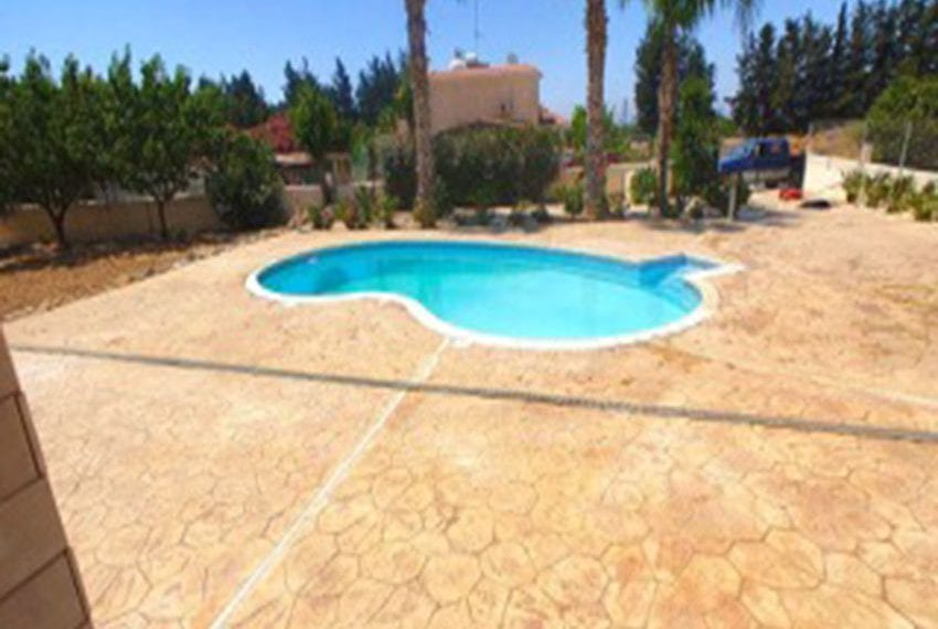 3 bed villa with central heating for rent in Mandria03