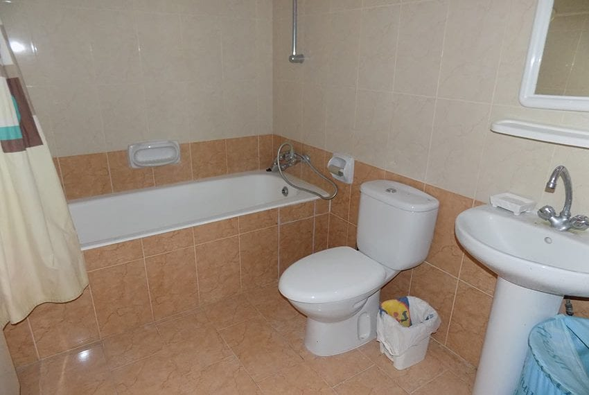 Renovated 2 bedroom apartment for sale Paphos12
