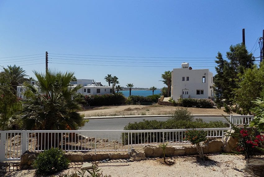 5 bedroom villa with private pool for rent Chloraka coast line04