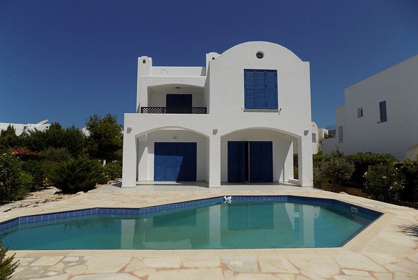 5 bedroom villa with private pool for rent Chloraka coast line05