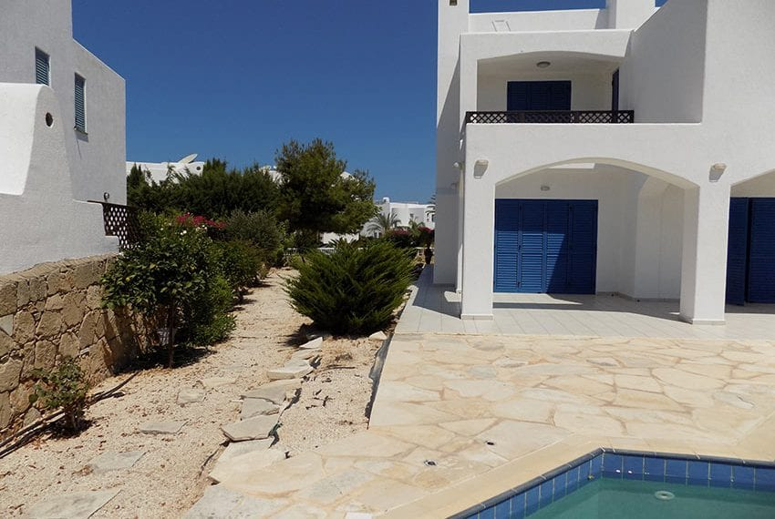5 bedroom villa with private pool for rent Chloraka coast line06