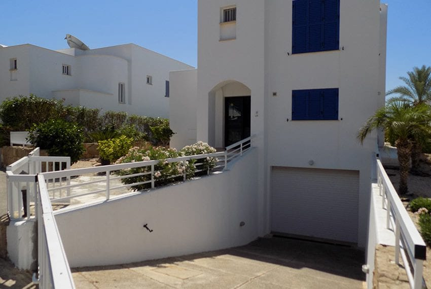 5 bedroom villa with private pool for rent Chloraka coast line38
