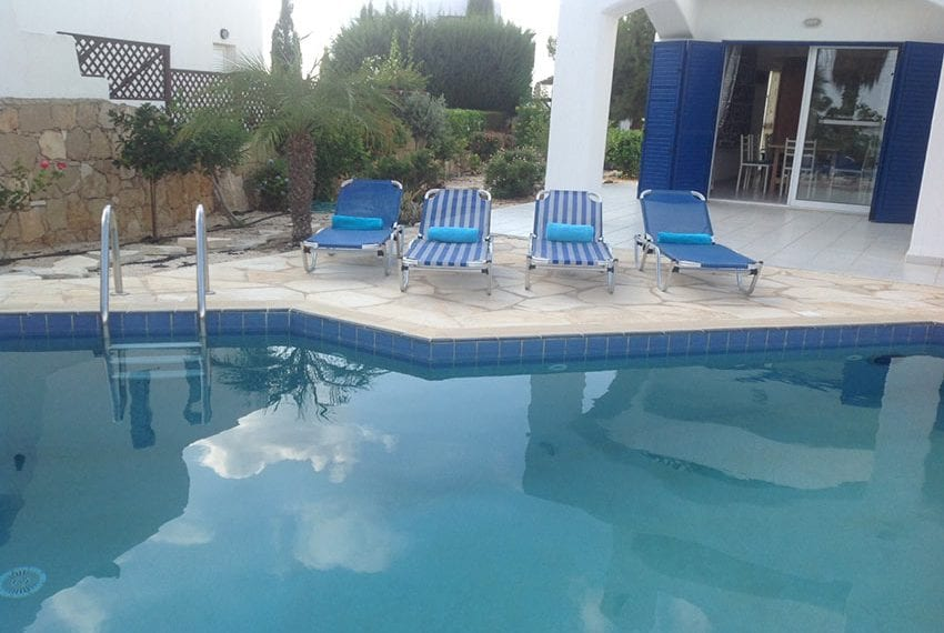 5 bedroom villa with private pool for rent Chloraka coast line25