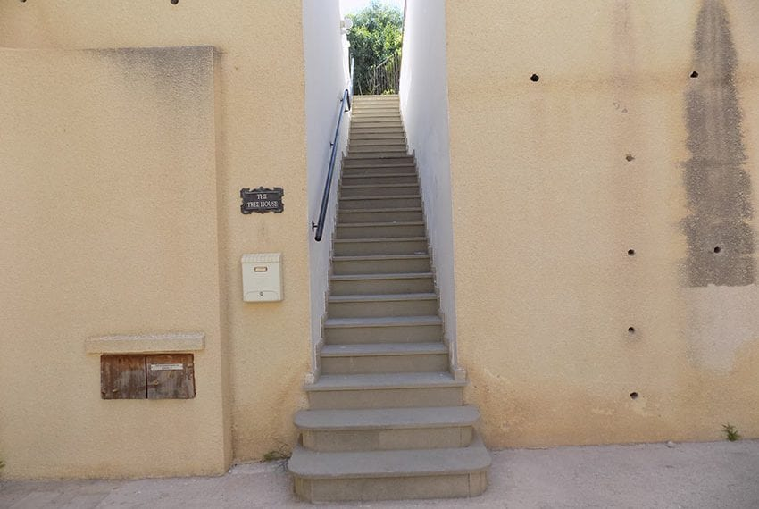 3 bed detached villa with private pool for rent Peyia46